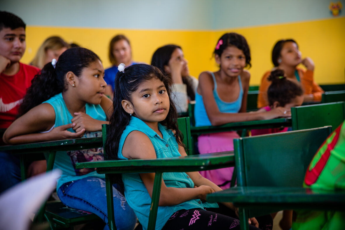 Tyttöjä koulussa Ecuadorissa.