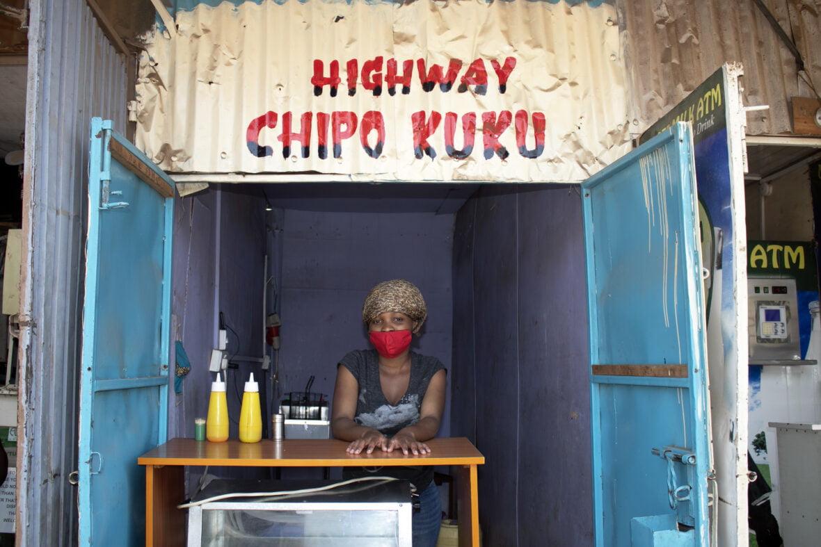 Grace, 21, kioskissaan Kiberan slummissa.