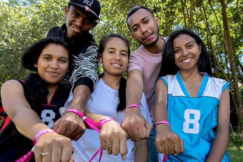 Itä-Timorissa joukko poikia ja nuoria miehiä haluaa intohimoisesti edistää tyttöjen oikeuksia. Tyttösponssina olet mukana edistämässä tyttöjen oikeuksien ja tasa-arvon toteutumista.