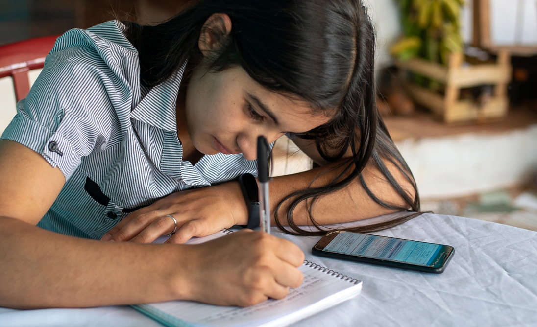 Teknologia on tasa-arvokysymys. Jokaisella tytöllä on oikeus teknologian hyödyntämiseen. Kuukausilahjoituksesi edistää heikoimmassa asemassa olevien tyttöjen oikeuksia.