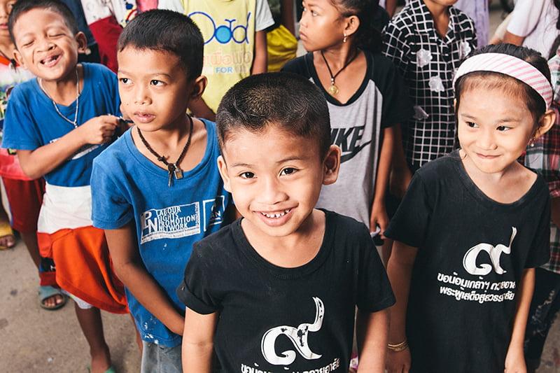 Thaimaalaisia lapsia.