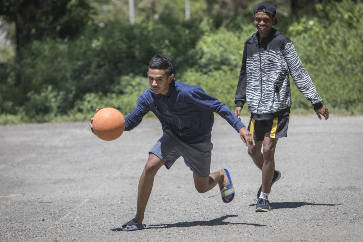 Lidonio, 17, pelaa koripalloa.