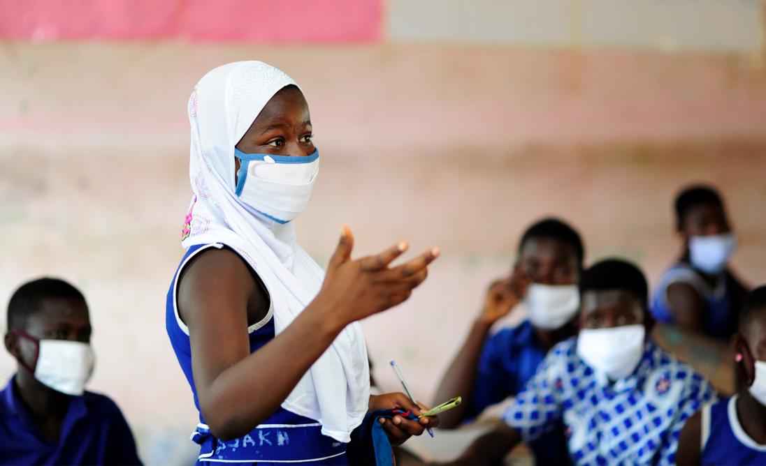Tyttöjen koulutus on yksi tehokkaimmista keinoista edistää tasa-arvon toteutumista. Kuukausilahjoituksesi edistää heikoimmassa asemassa olevien tyttöjen oikeuksia.