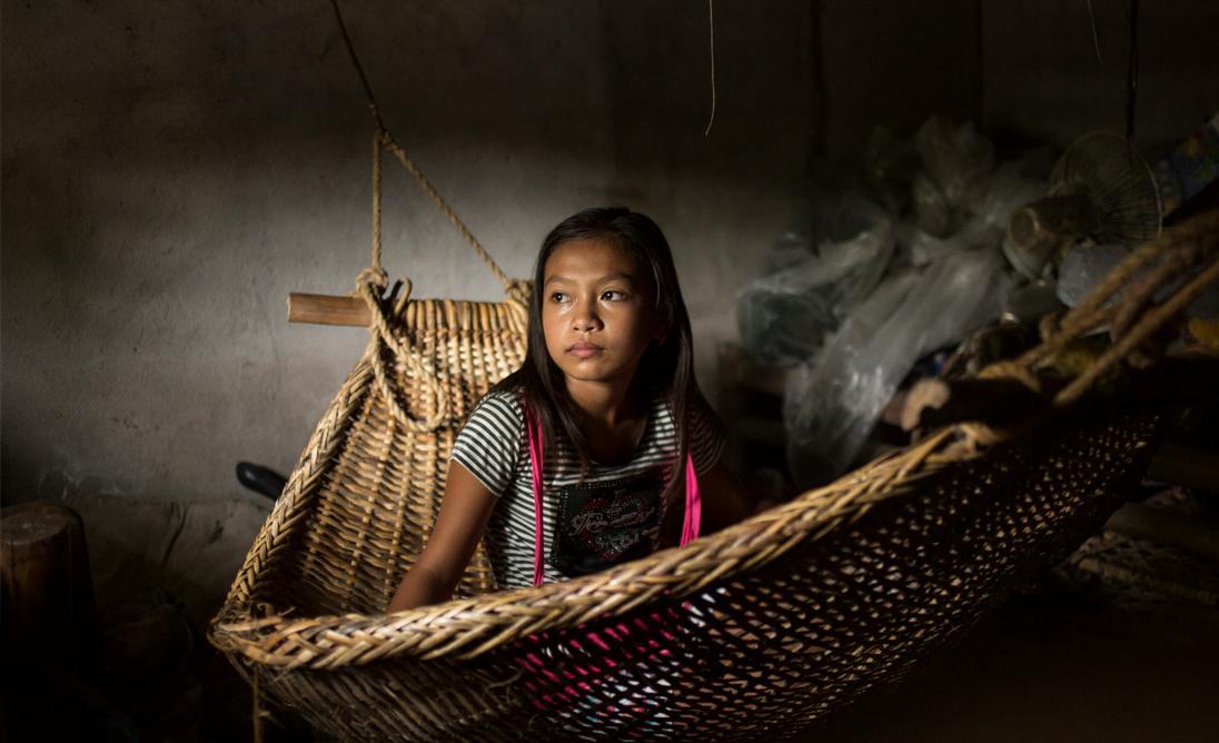 Erilaiset kriisit ja katastrofit uhkaavat tyttöjen turvallisuutta sekä syventävät sukupuolten välistä epätasa-arvoa. Kuukausilahjoituksesi edistää heikoimmassa asemassa olevien tyttöjen oikeuksia.