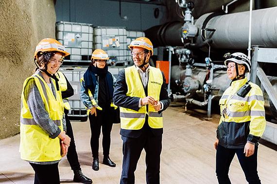 Helsingin pormestarin paikan vallannut Katariina tutustui Helenin Katri Valan lämpöpumppulaitokseen. Kuva: Iiro Rautiainen