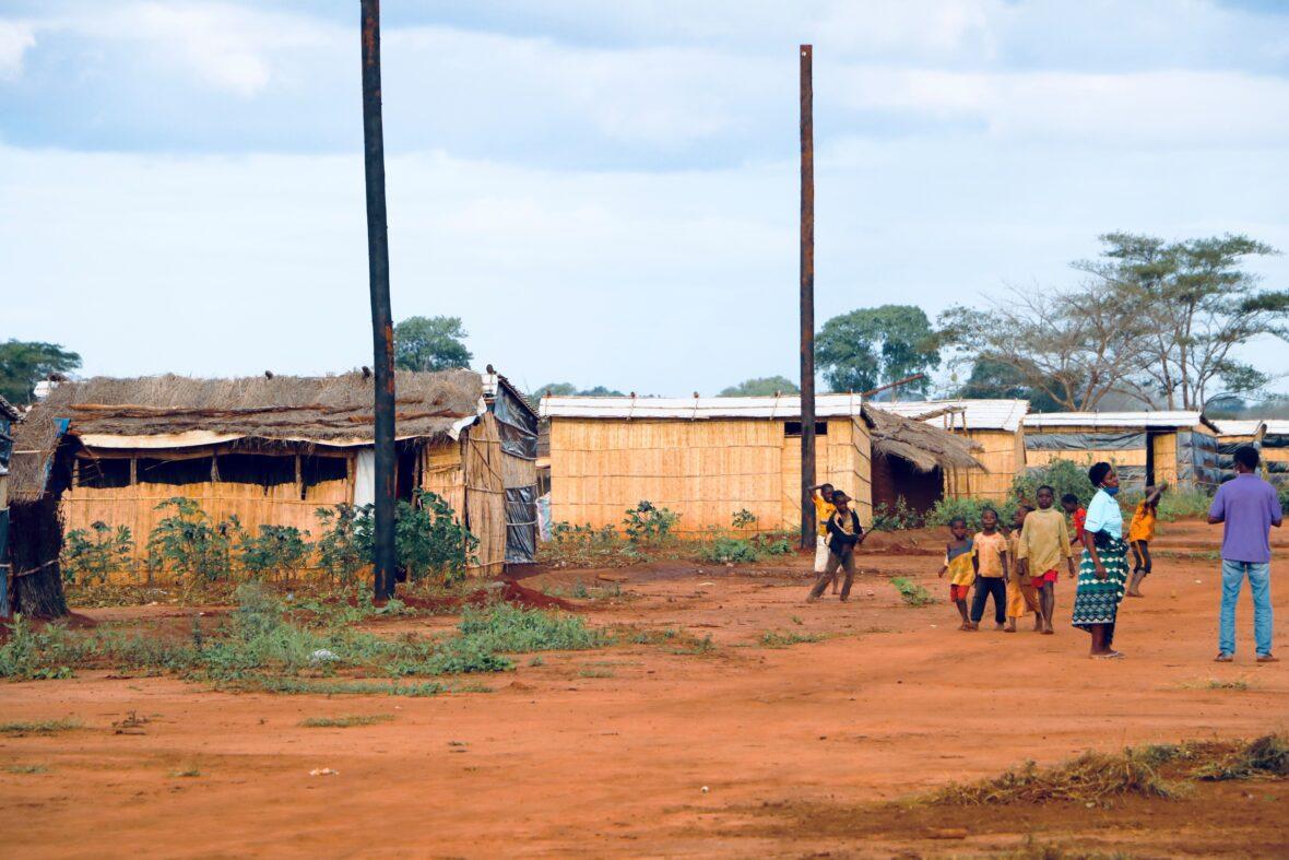 Ihmiset ovat joutuneet pakenemaan konfliktia Cabo Delgadon alueella Mosambikissa, kuvassa pakolaisleiri