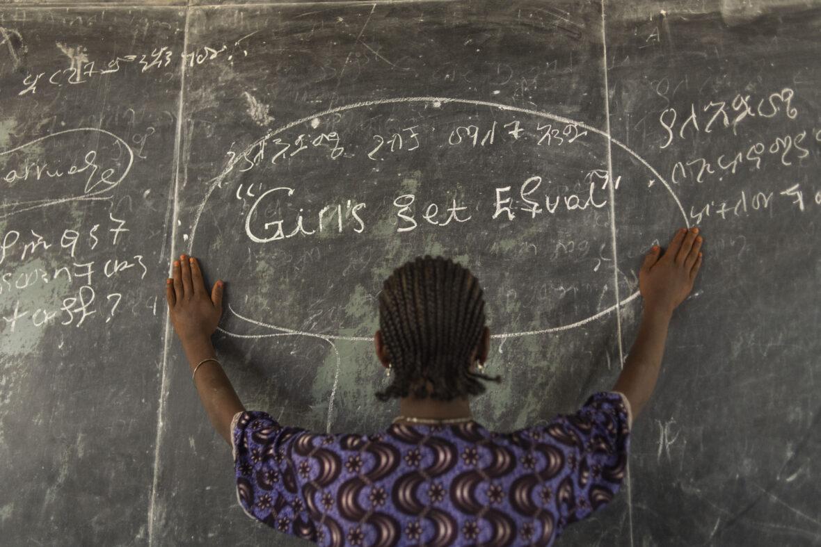 Tyttö koulussa Etiopiassa