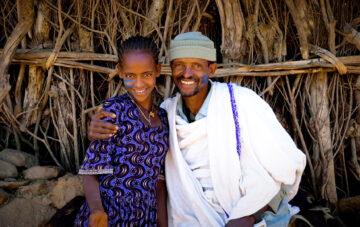 Tyttö ja isä Etiopiassa