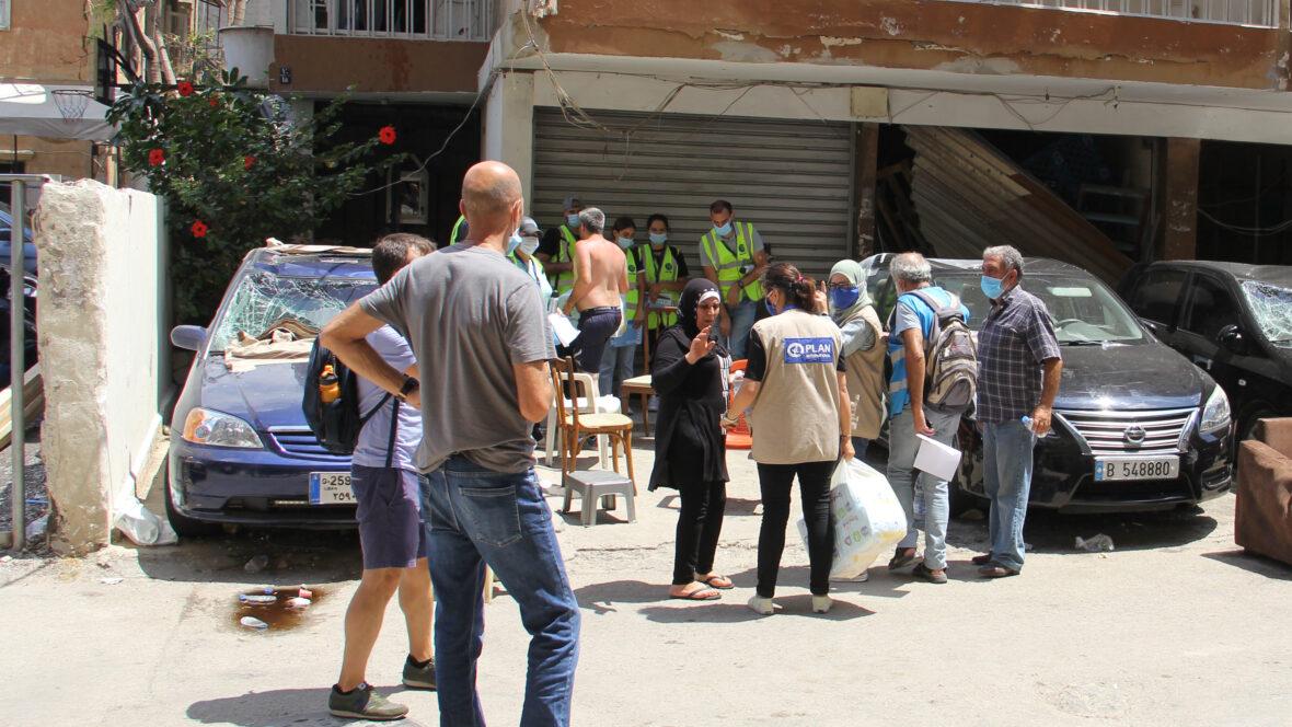 Planin avustustyöntekijöitä Beirutissa